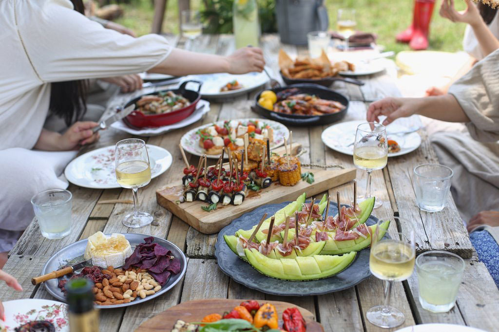 DFCL - Eco Outdoor Party Décor - Table Filled with Party Appetizers - Photo by Lee Myungseong on Unsplash